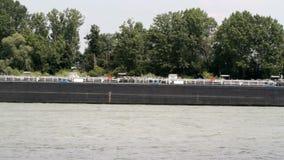 Σκάφη φορτίου στον ποταμό Ρήνος απόθεμα βίντεο