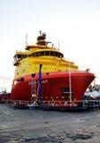 Σκάφος ανεφοδιασμού πλατφορμών άντλησης πετρελαίου στο λιμάνι του Αμπερντήν για την αποκατάσταση Στοκ φωτογραφία με δικαίωμα ελεύθερης χρήσης