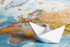 Σκάφος από ένα έγγραφο για το γεωγραφικό Στοκ φωτογραφία με δικαίωμα ελεύθερης χρήσης