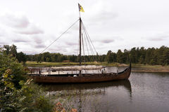 Σκάφος Βίκινγκ στη λίμνη Vaenern Στοκ εικόνα με δικαίωμα ελεύθερης χρήσης