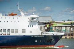 Σκάφος Βικτώρια ΘΑΛΑΣΣΊΩΝ ΔΡΌΜΩΝ DFDS στο λιμάνι Klaipeda Στοκ Εικόνες