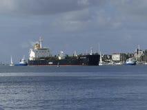 Σκάφος βυτιοφόρων κάτω από τις διαδικασίες ελιγμού Στοκ Εικόνα