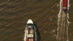 Σκάφος εμπορευματοκιβωτίων στην εξαγωγή και την εισαγωγή Διεθνές στέλνοντας φορτίο απόθεμα βίντεο
