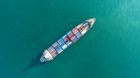Σκάφος εμπορευματοκιβωτίων στην εξαγωγή και την επιχείρηση και τις διοικητικές μέριμνες εισαγωγών Σκάφος Στοκ Φωτογραφίες