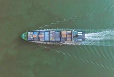 Σκάφος εμπορευματοκιβωτίων στην εξαγωγή και την επιχείρηση και τις διοικητικές μέριμνες εισαγωγών Σκάφος Στοκ εικόνες με δικαίωμα ελεύθερης χρήσης