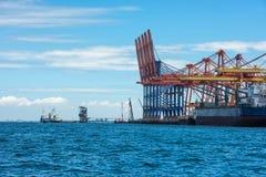 Σκάφος εμπορευματοκιβωτίων στην εξαγωγή και την επιχείρηση και τις διοικητικές μέριμνες εισαγωγών Σκάφος Στοκ Εικόνες