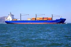 Σκάφος εμπορευματοκιβωτίων στον κόλπο του Σαν Φρανσίσκο Στοκ Εικόνα
