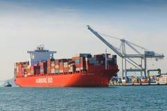 Σκάφος εμπορευματοκιβωτίων στο λιμάνι του Όουκλαντ Στοκ φωτογραφία με δικαίωμα ελεύθερης χρήσης