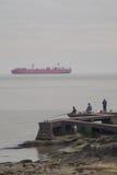 Σκάφος εμπορευματοκιβωτίων στο Ρίο de Λα Plata Στοκ Φωτογραφία