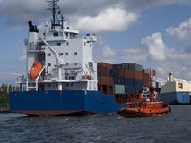 σκάφος εμπορευματοκιβωτίων φορτίου στοκ φωτογραφίες με δικαίωμα ελεύθερης χρήσης