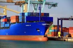 Σκάφος εμπορευματοκιβωτίων Cincia Α που ελλιμενίζεται στη Βαλένθια στην τελική αποβάθρα εμπορευματοκιβωτίων Στοκ εικόνα με δικαίωμα ελεύθερης χρήσης