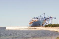 Σκάφος εμπορευματοκιβωτίων Edith Maersk MC-Kinney Møller στο Γντανσκ Πολωνία Στοκ Φωτογραφία