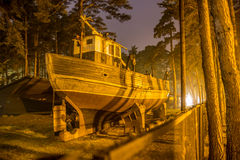 Σκάφος δεξαμενών καθαρισμού τη νύχτα, Ventspils, Λετονία Στοκ φωτογραφίες με δικαίωμα ελεύθερης χρήσης