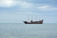 σκάφος θάλασσας πειρατώ&n Στοκ Εικόνα