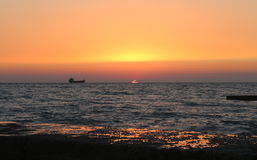 Σκάφος, θάλασσα, ηλιοβασίλεμα Στοκ Φωτογραφία