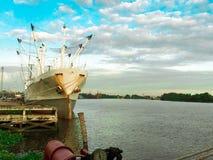 σκάφος λιμένων του Αμβούργο φορτίου δραστηριοτήτων στοκ φωτογραφία