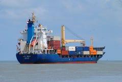 σκάφος λιμένων του Γντανσκ Πολωνία εμπορευματοκιβωτίων στοκ φωτογραφία