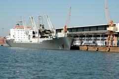 σκάφος λιμένων του Γντανσκ Πολωνία εμπορευματοκιβωτίων στοκ φωτογραφία με δικαίωμα ελεύθερης χρήσης