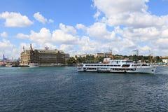 Σκάφος και Haydarpasa Cityline Στοκ Εικόνες
