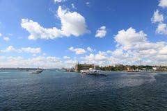 Σκάφος και Haydarpasa Cityline Στοκ εικόνα με δικαίωμα ελεύθερης χρήσης