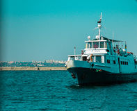 Σκάφος κοντά στην ακτή/Μαύρη Θάλασσα της Οδησσός Στοκ εικόνες με δικαίωμα ελεύθερης χρήσης