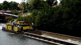 Σκάφος μεταφορών στο ξεφάντωμα Στοκ Φωτογραφία