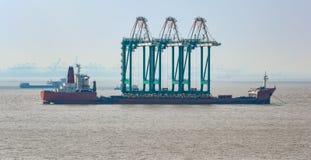 Σκάφος με τα caranes Στοκ εικόνα με δικαίωμα ελεύθερης χρήσης