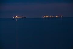 Σκάφος νύχτας στη θάλασσα Στοκ εικόνες με δικαίωμα ελεύθερης χρήσης