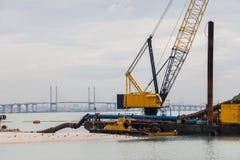 Σκάφος ξαναγεμίσματος άμμου στην ακτή Στοκ Εικόνα
