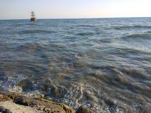Σκάφος πειρατών στην παραλία Στοκ Φωτογραφία