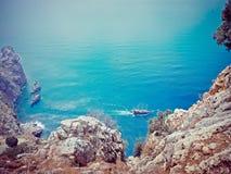 Σκάφος πειρατών στο νερό της Μεσογείου Στοκ εικόνες με δικαίωμα ελεύθερης χρήσης