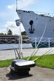 Σκάφος που δένεται στην αποβάθρα Στοκ Εικόνες