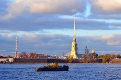Σκάφος σε Άγιο Πετρούπολη Στοκ εικόνα με δικαίωμα ελεύθερης χρήσης