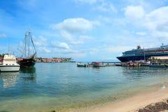 Σκάφος σε ένα υπόβαθρο μπλε ουρανού Στοκ φωτογραφία με δικαίωμα ελεύθερης χρήσης