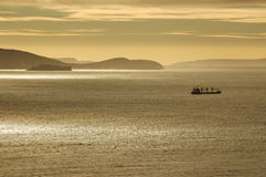 Σκάφος στην αυγή Στοκ Φωτογραφίες
