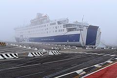 Σκάφος στην ομίχλη Στοκ Εικόνες