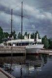 Σκάφος στον ποταμό Στοκ φωτογραφία με δικαίωμα ελεύθερης χρήσης
