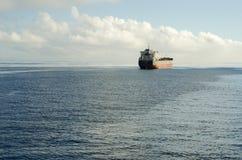 Σκάφος στον ωκεανό στοκ εικόνες