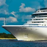 Σκάφος της γραμμής κρουαζιέρας πολυτέλειας στο ταξίδι Στοκ Εικόνες