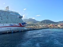 Σκάφος της γραμμής κρουαζιέρας P&O Britannia σε St. Kitts στοκ φωτογραφίες