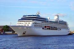 σκάφος της γραμμής κρου&alpha Στοκ φωτογραφίες με δικαίωμα ελεύθερης χρήσης