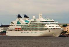 σκάφος της γραμμής κρου&alpha Στοκ εικόνες με δικαίωμα ελεύθερης χρήσης