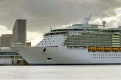 σκάφος της γραμμής κρου&alpha Στοκ φωτογραφία με δικαίωμα ελεύθερης χρήσης