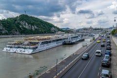 Σκάφος τουριστών στη Βουδαπέστη, Ουγγαρία Στοκ εικόνες με δικαίωμα ελεύθερης χρήσης