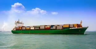 Σκάφος φορτίου εμπορευματοκιβωτίων Στοκ Εικόνες