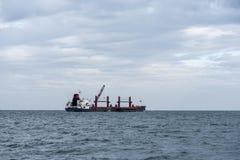 Σκάφος φορτίου εν πλω Στοκ Φωτογραφίες