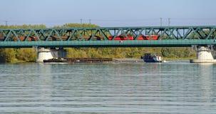 Σκάφος φορτίου και τραίνο φορτίου Στοκ Εικόνα