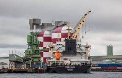 Σκάφος φορτίου στο λιμένα Στοκ φωτογραφία με δικαίωμα ελεύθερης χρήσης