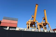 Σκάφος φορτίου φορτίου εμπορευματοκιβωτίων για το λογιστικό υπόβαθρο εισαγωγής-εξαγωγής Στοκ φωτογραφία με δικαίωμα ελεύθερης χρήσης