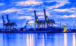 Σκάφος φορτίου φορτίου εμπορευματοκιβωτίων Στοκ φωτογραφία με δικαίωμα ελεύθερης χρήσης